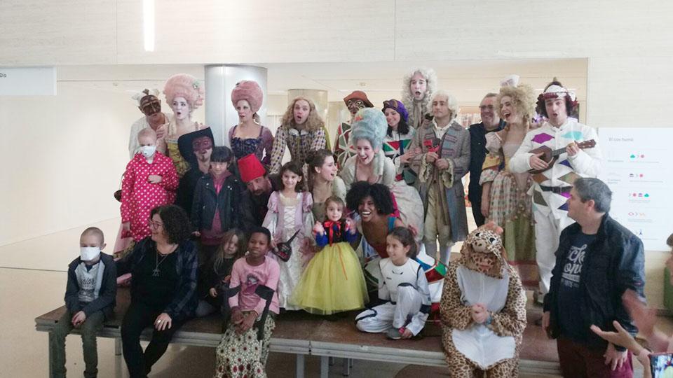 Scaramouche celebra el Carnaval a l'Hospital Sant Joan de Déu